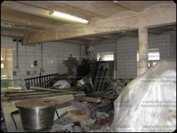 Демонтаж трубы с фасада здания