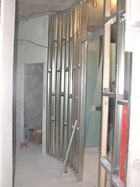 Возведение стен, монтаж межкомнатных самонесущих перегородок. Устройство котлованов, фундаментов, бетонных подушек,